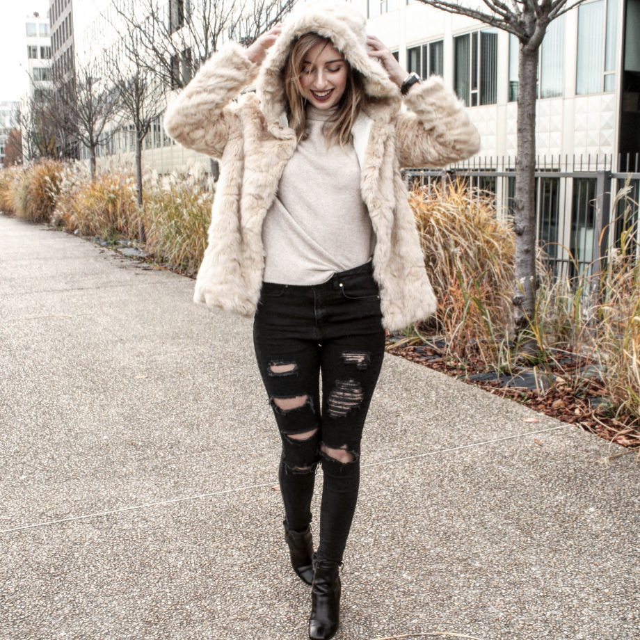 Faux Fur Coat & Jeans Destroy